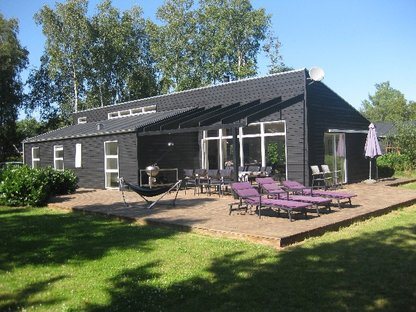 MOLS / EBELTOFT- 120 m2 - 500m to the beach, sauna free Wi-Fi, woodburning stove, playing g